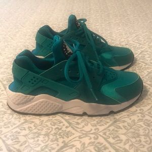 Women's Nike Air Huarache Dark Teal Size 7